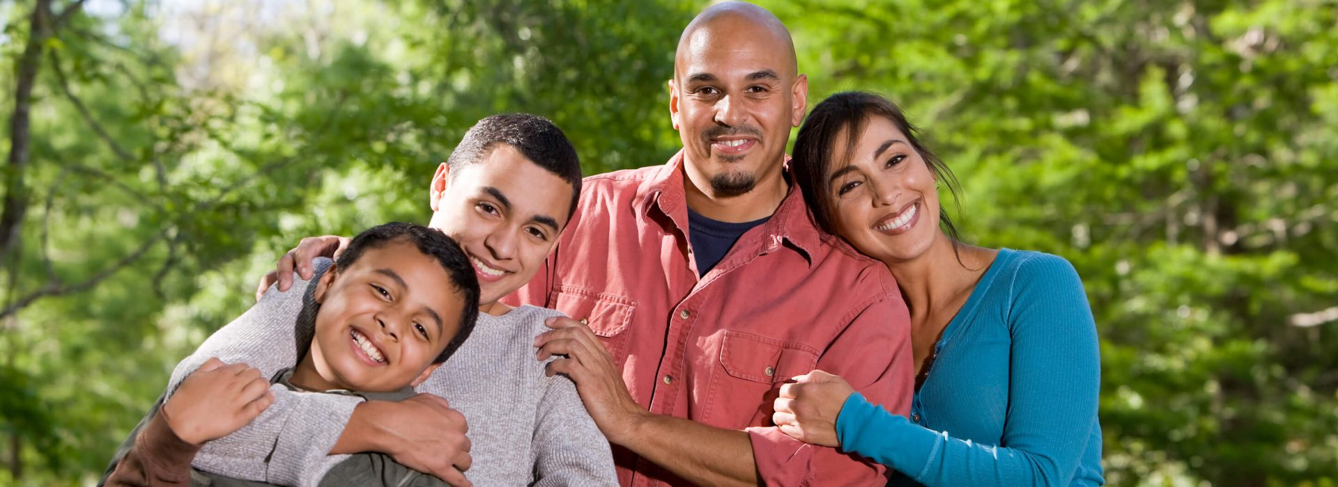 Portrait-of-Hispanic-family-with-two-boys-outdoors