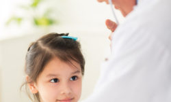 Young-girl-with-doctor