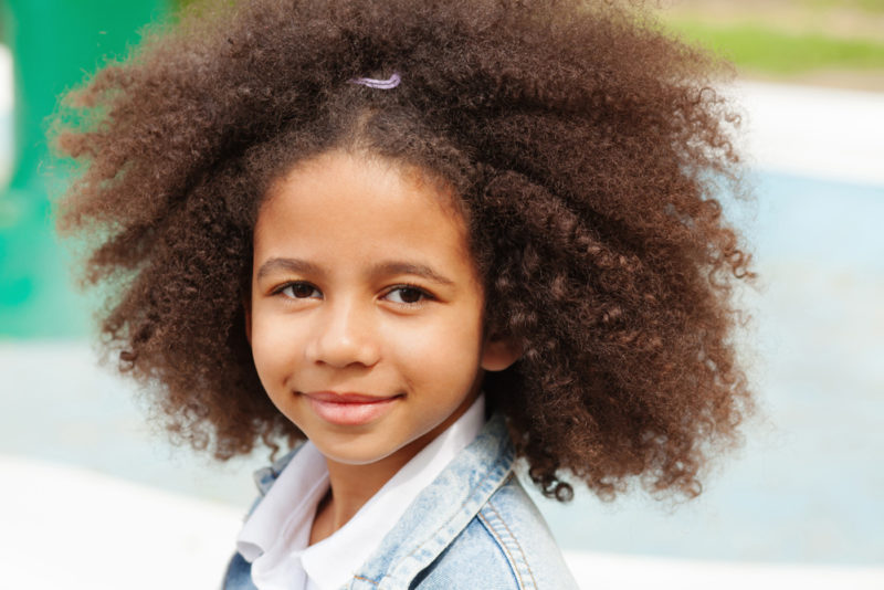 Outdoor-portrait-of-a-beautiful-little-girl